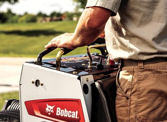 Bobcat ZS4000 action control close up